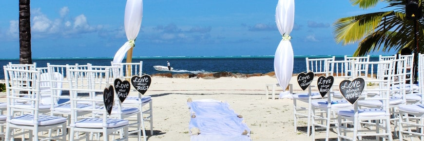 matrimonio all'aperto sulla spiaggia